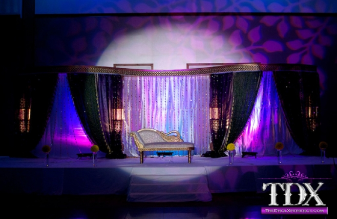 8-TDX-Spotlight-at-Bride-and-Groom-table-stage